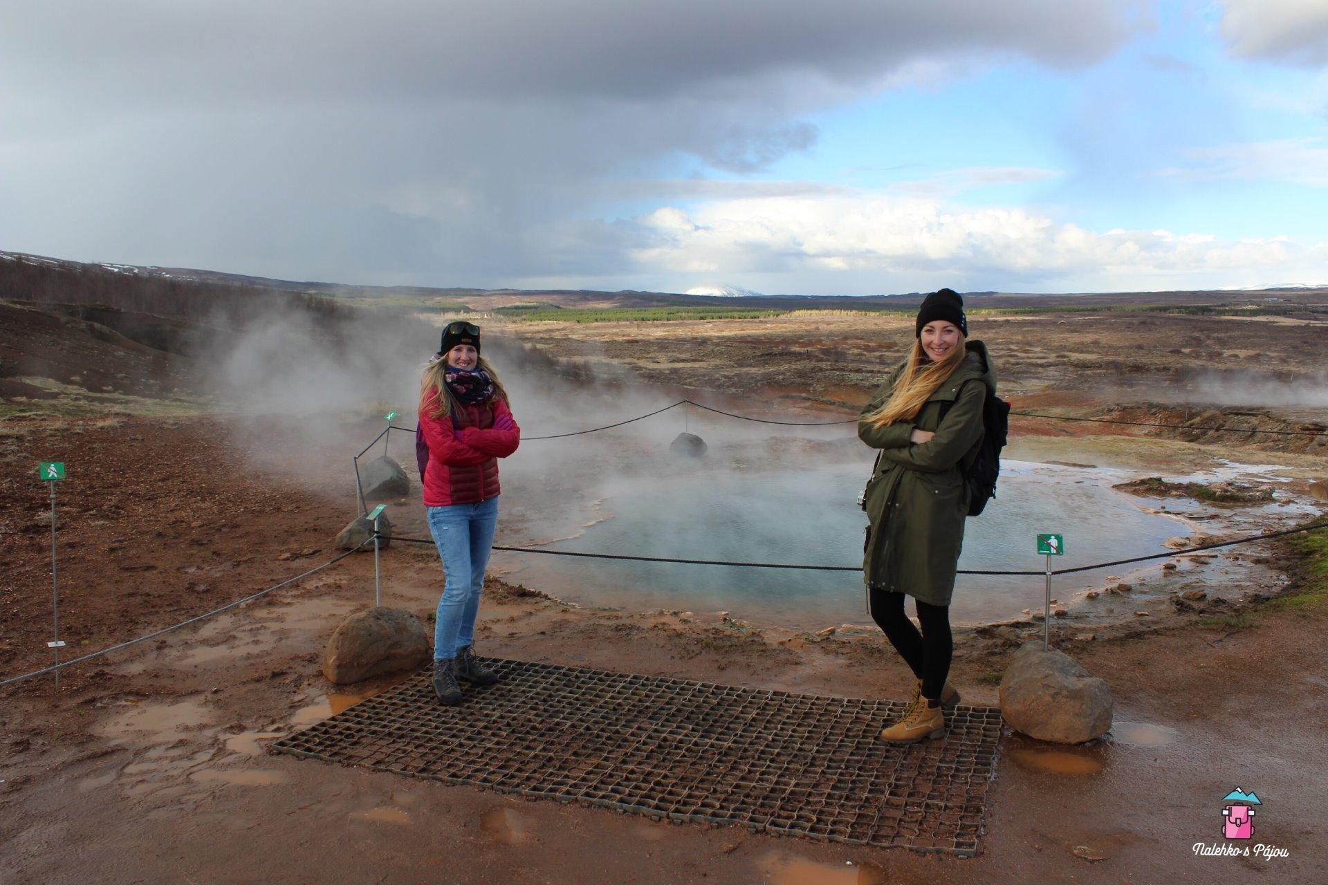 Konungshver, sice nevybuchuje jako Geysir, ale teplota vody je 100 stupňů
