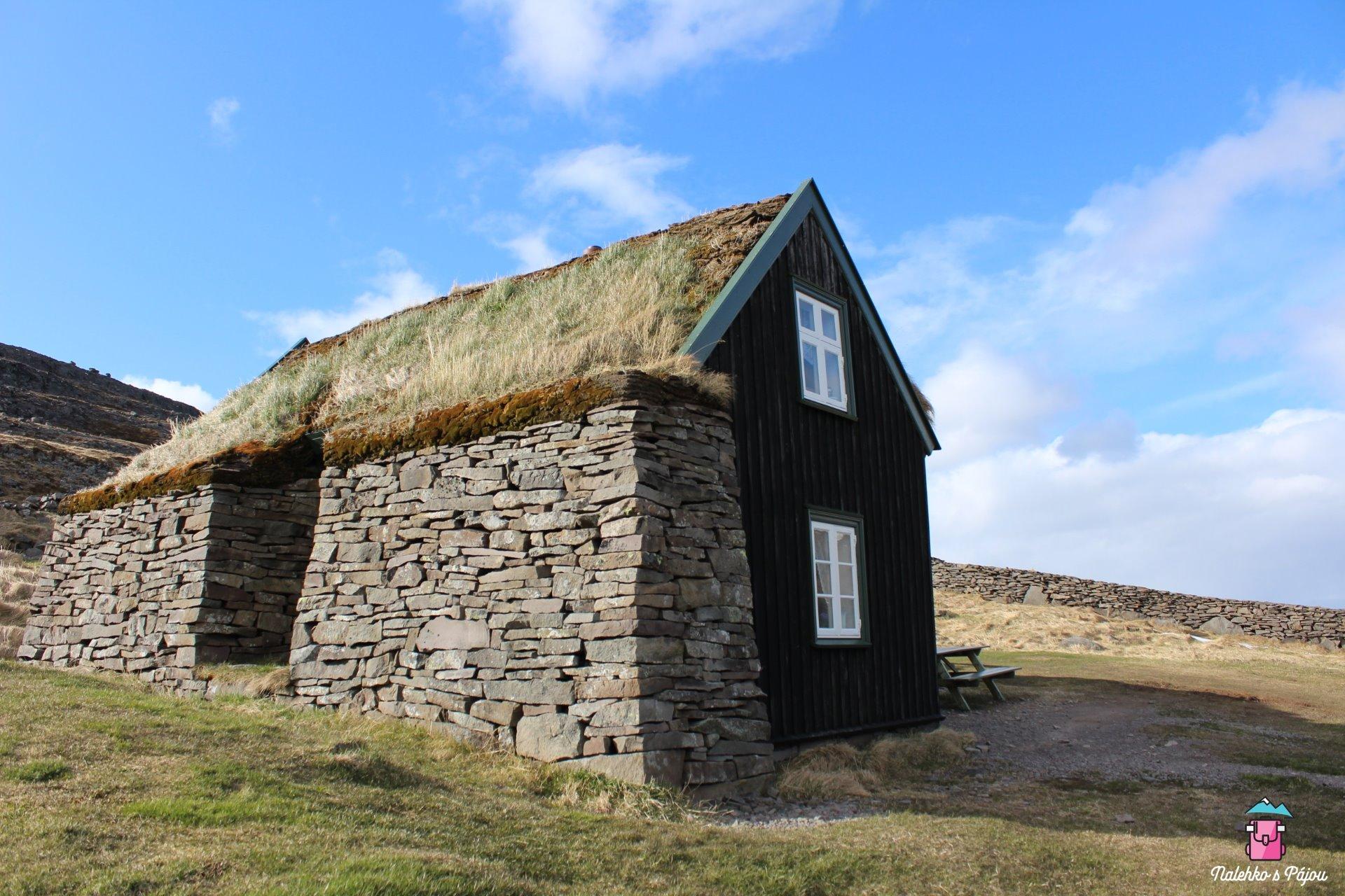 Travnaté domy za Súdavíkem