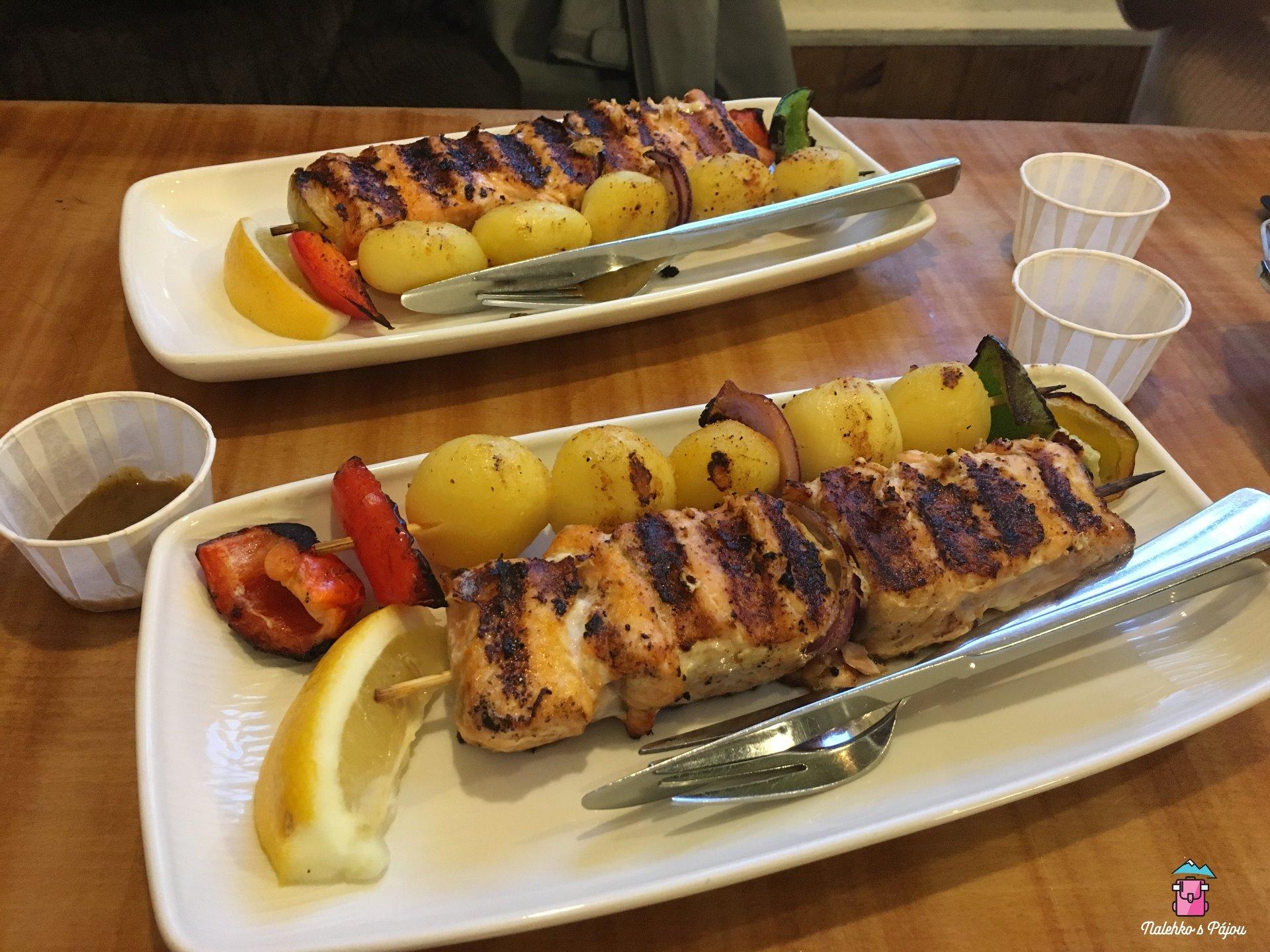 Úžasná a zasloužená večeře v přístavu v restauraci Sea Baron